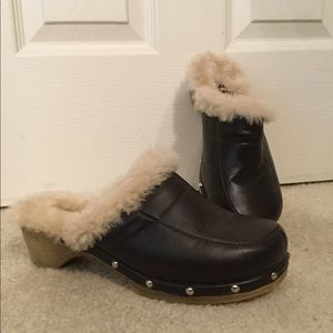 Vintage 90's leather sheepskin lined fur clogs 9